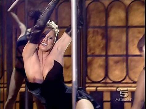 Italian Tv Sexy Mega Oops Ela Weber Lap Dance Xnxx Com
