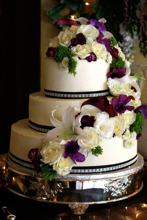 Cakes Decorated With Fresh Flowers by Decorating Wedding Cakes Ideas