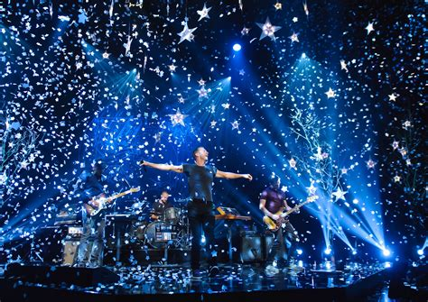 Sydney Fans Pack Streets To Star In Coldplay Video