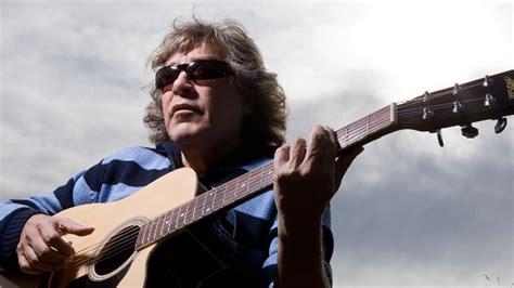 jose feliciano guitarist jose feliciano talks acoustic guitars and a lifetime of