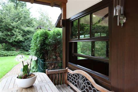Fensterrahmen Aus Holz Kunststoff Oder Aluminium by Fensterrahmen Holz Alu Oder Kunststoff Bauemotion De