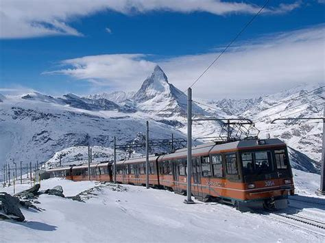 treno a cremagliera svizzera gornergrat e zermatt tra montagne e ghiacciai in svizzera