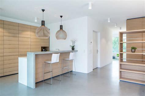Moderne Häuser Holz Beton by Moderne K 252 Che Mit Bar 6 Ideen F 252 R Eine Bartheke Aus Holz