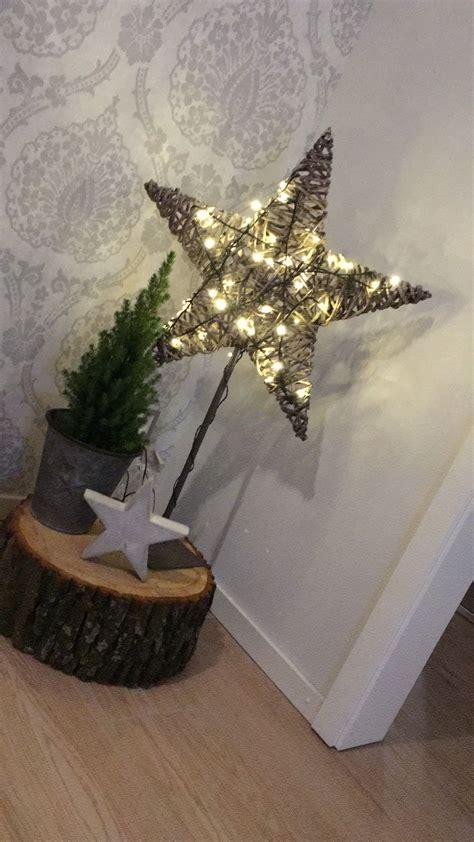 deko weihnachten holzstamm weihnachten dekoration holzstamm stern beleuchtet