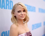 Anna Faris and Boyfriend Michael Barrett Spark Engagement ...