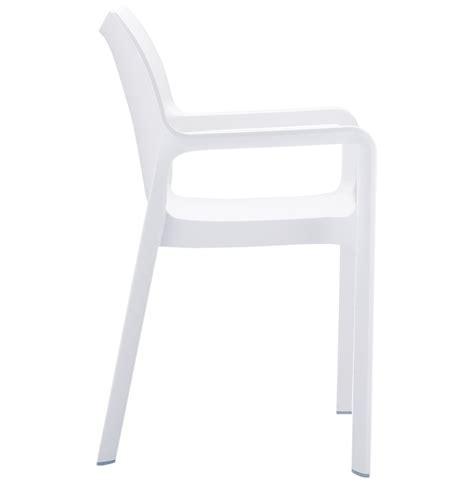 chaise de terrasse viva design en mati 232 re plastique blanche
