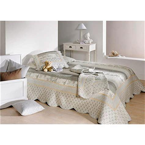 jeté de lit boutis couvre lit boutis marylou gris dessus de lit boutis