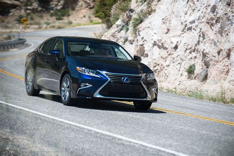 lexus es  expected   unveiled
