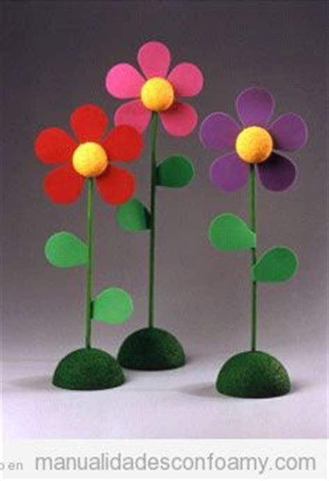 Flores de goma eva con base para decorar Manualidades