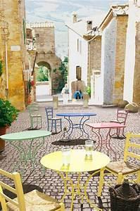 Mediterraner einrichtungsstil materialien farben und for Markise balkon mit tapeten fliesen küche