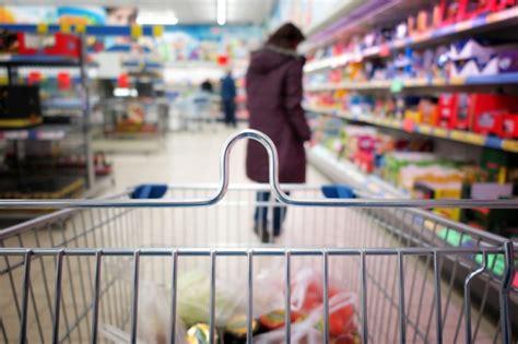 Patēriņa cenas Latvijā gada laikā pieaugušas gandrīz par 5 ...