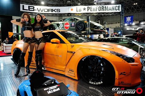 girls  tokyo auto salon  gtspirit