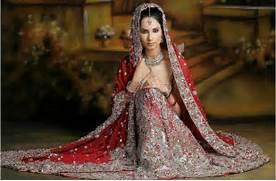 Indian-bride-in-tradit...