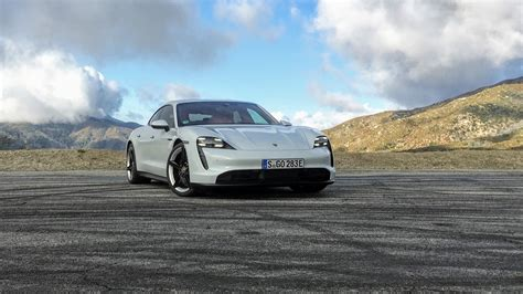 In this video, alistair weaver gets behind the wheel of the 2020 porsche taycan 4s. First drive review: 2020 Porsche Taycan 4S range ...