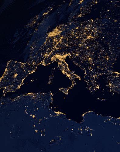 la plan 232 te terre vue de nuit par le satellite suomi