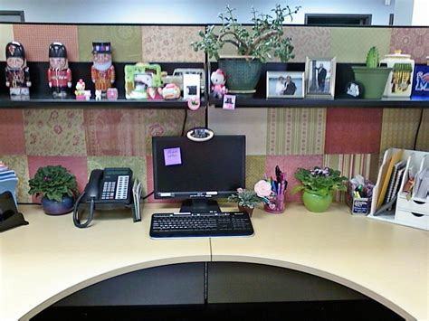 Office Cubicle Decorating Ideas by This Decorated The Walls Of Cubicle With