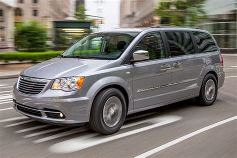 2016 Chrysler Town And Country Minivan Pricing & Features