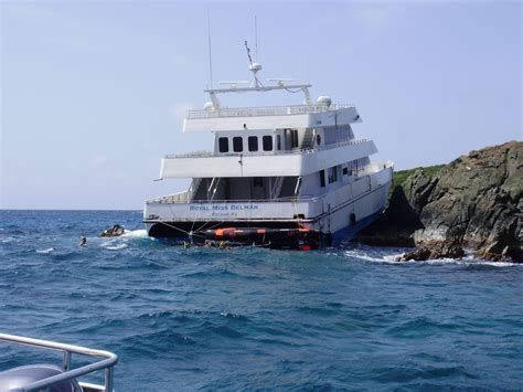 Tow Boat Us St Thomas by 102 Rescued From Passenger Ferry That Ran Aground In