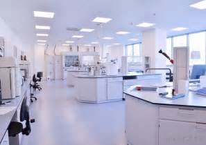 what is a chemical lab technician with pictures