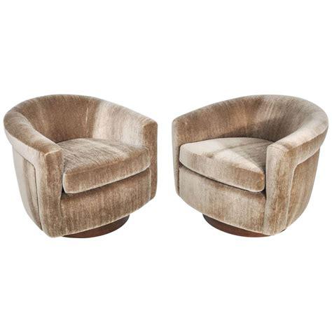 Milo Baughman Swivel Chair by X Jpg