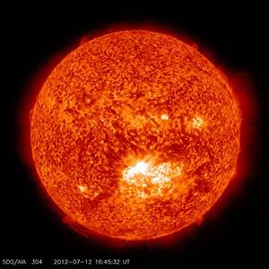 """Extreme"" solar storm streaking towards Earth, scientists ..."