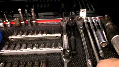 WHATS INSIDE A SMALL ENGINE REPAIRMANS SNAP-ON TOOL BOX ...