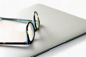 Imagen gratis: Ordenador portátil, gafas, cuaderno, oficina, investigación, escuela, tableta