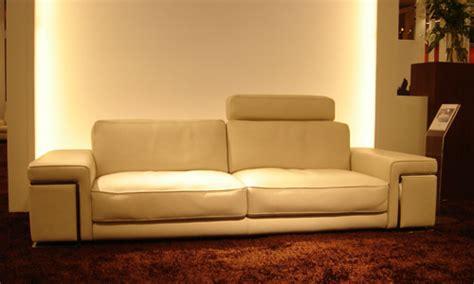 canapé avec têtières relevables ou amovibles canapé