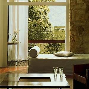 au bresil une maison d39hote super nature marie claire With tapis peau de vache avec bloc de mousse pour canapé