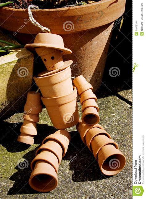 homme de pot de fleur de terre cuite images stock image 29809244