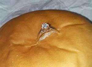 Demande En Mariage Original : la pire demande en mariage il met la bague dans un hamburger ~ Dallasstarsshop.com Idées de Décoration