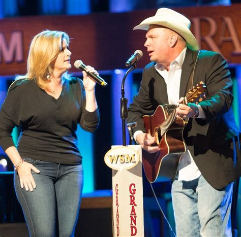 garth and trisha duet garth brooks and trisha yearwood surprise fans at the grand ole opry allaccess com
