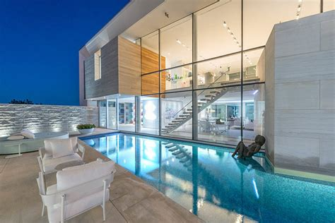 Luxury Hamptons Home In East Quogue, Ny