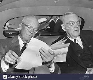 El presidente Dwight Eisenhower y el Secretario de Estado ...