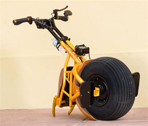 Venice inventor creates gyro-stabilized, electric unicycle ...