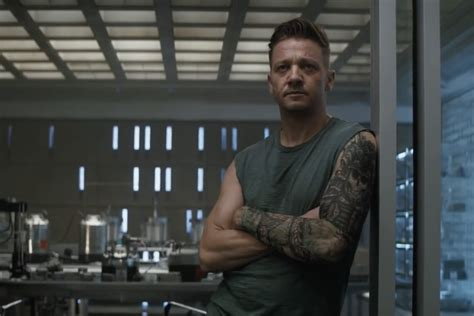 Why Avengers Fans Are Losing Over Hawkeye Grungy