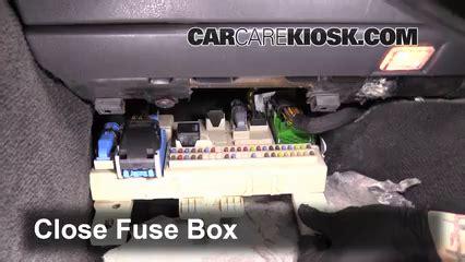 Volvo S40 Cabin Fuse Box by Ubicaci 243 N De Caja De Fusibles Interior En Volvo C70 2006