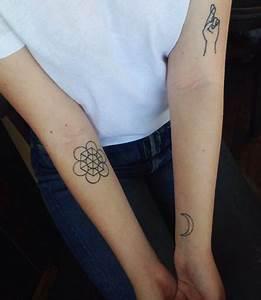 Tatouage Lune Poignet : 13 id es de tatouages au poignet pour tre au top du glamour ~ Melissatoandfro.com Idées de Décoration