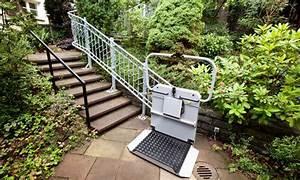 Treppe Hauseingang Kosten : unabh ngig mit rollstuhl der plattformlift treppenlift ~ Lizthompson.info Haus und Dekorationen