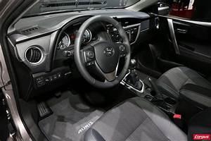 Toyota Auris Break Hybride : toyota auris stand toyota mondial de l 39 auto 2012 ~ Medecine-chirurgie-esthetiques.com Avis de Voitures