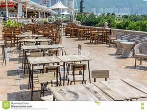 Chaise De Bar Exterieur : tables et chaise en bois de vintage au restaurant ou au ~ Melissatoandfro.com Idées de Décoration