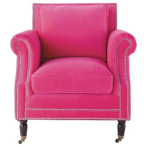 fauteuil moderne fushia fauteuil velours fuchsia baudelaire maisons du monde