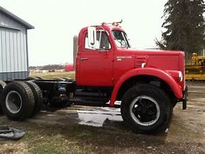 65 International V 190 Truck