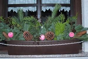 Balkonkästen Gestalten Ohne Blumen : blumenkasten weihnachtlich dekorieren 28 ideen f r weihnachtsdeko im garten zum selbermachen ~ Bigdaddyawards.com Haus und Dekorationen