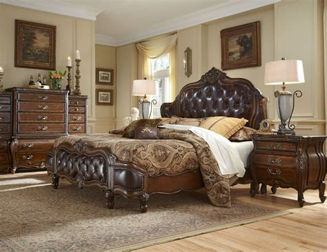 Enticing Decoration Of Traditional Bedroom With Dark Brown