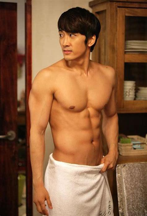 10 selebriti pria korea dengan tubuh paling hot