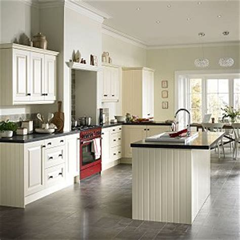 moben kitchen designs introducing the edwardian a classic kitchen from moben 4176