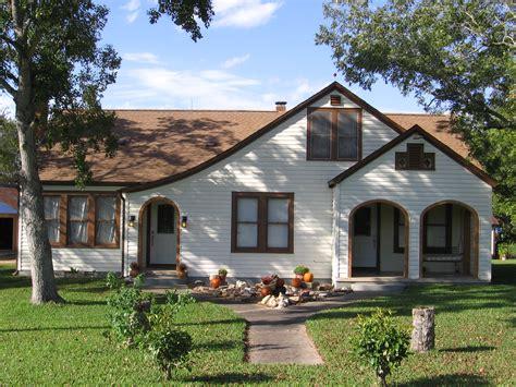 bungalow style house bungalow style house 1920s bungalow style house craftsman