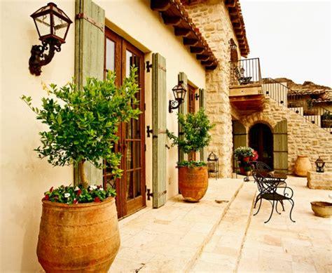 Farbe, Deko Und Andere Kennzeichen Mediterraner Architektur