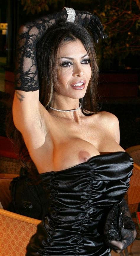 Celebrity Oops Upskirt Downblouse Nips And More